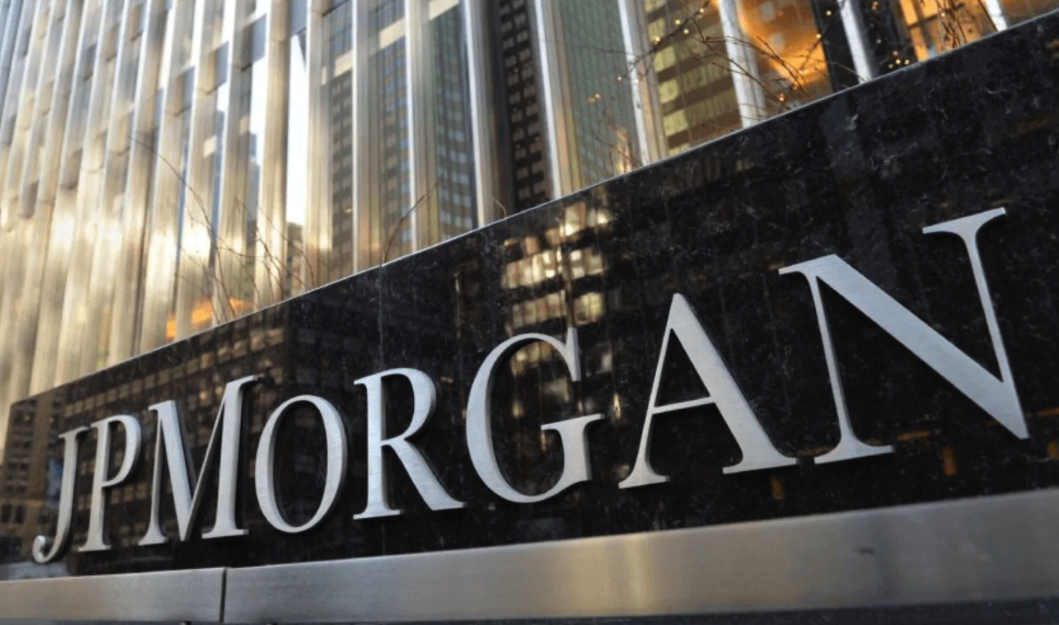 jpmorgan-report-institutional-investors-have-been-turning-more-to-bitcoin-rather-than-gold-lately1